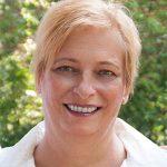 Portraitbild von Frau Dr. Ingrid Rapatz, Ärztin für Allgemeinmedizin und Ganzheitsmedizin - Jamina Paukner/Pumperlgsund
